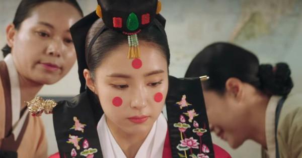 ''Tân Binh Học Sử Goo Hae Ryung'': Shin Se Kyung bất ngờ đi lấy chồng, ai nấy cứ tưởng... hết phim!