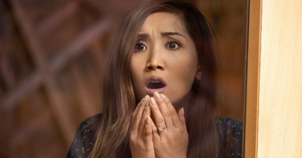 """""""Secret Obsession"""": Bị gã cuồng tình theo đuổi ghê rợn như Brenda Song thì thà """"ế"""" cả đời còn hơn!"""