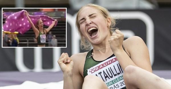 Không phải quốc kỳ, nữ VĐV xinh đẹp này ăn mừng chức vô địch bằng... một chiếc chăn chấm bi màu hường, hóa ra đây là lý do đằng sau