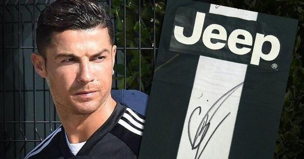 Chỉ bằng hành động cực nhỏ trong một giây nán lại, Ronaldo đã khiến các anti-fan nói anh ích kỷ phải hoàn toàn câm lặng