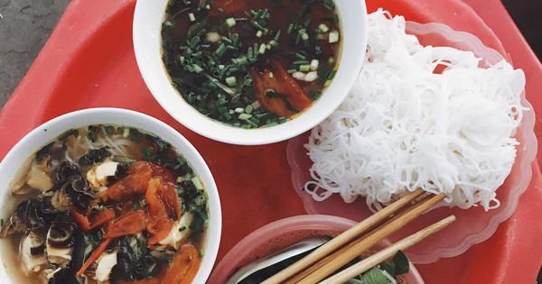 ''Bạn trai nhà người ta'' làm food tour dắt bạn gái đi ăn toàn nơi hay ho ở Hà Nội, các cô gái lại được dịp ghen tị