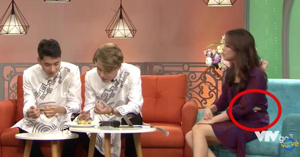 Jack và K-ICM lên sóng truyền hình trực tiếp nhưng nữ MC lại chiếm spotlight vì sự cố rách váy