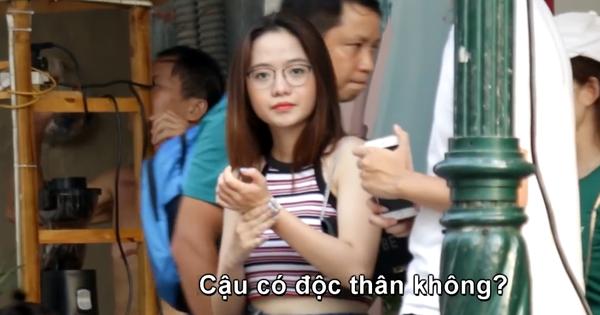 Ra Hà Nội chơi vô tình lọt vào camera giấu kín của 1 chàng trai, girl xinh Đà Nẵng được hỏi xin info không ngớt