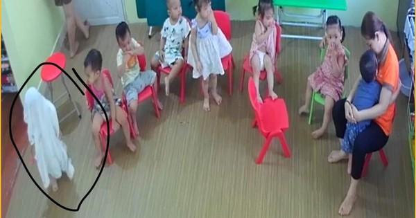 """Loạt hành động """"không giống ai"""" trong lớp học của các bé mầm non khiến dân mạng cười bể bụng"""