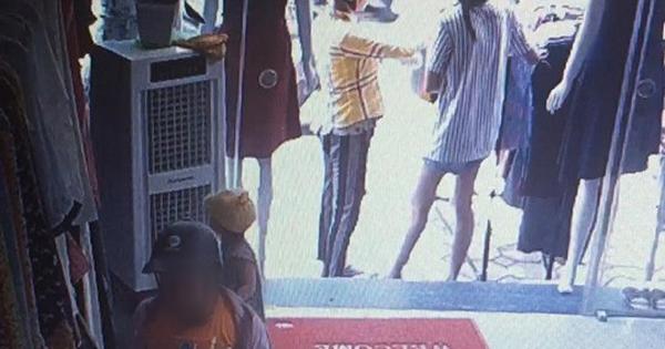 Clip: Nghi án mẹ đánh lạc hướng chủ shop quần áo để con nhỏ vào quầy trộm điện thoại ở Hà Nội