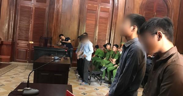 8 thiếu niên nhiều lần cướp bia và bánh kẹo tại cửa hàng tiện lợi ở Sài Gòn lãnh tổng cộng 49 năm tù