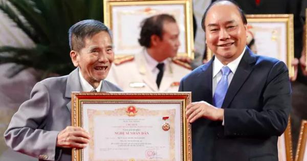 Xúc động với chia sẻ của nghệ sĩ Trần Hạnh nhận danh hiệu Nghệ sĩ nhân dân ở tuổi 90