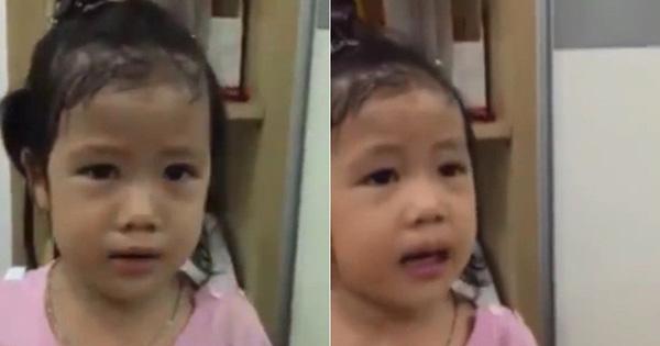 """Cực dễ thương clip bé gái 3 tuổi mếu máo """"chỉnh"""" mẹ cách mắng mình: """"Mẹ phải bảo là con gái rượu ơi. Đừng xoa xà phòng ra nhà nhé"""""""