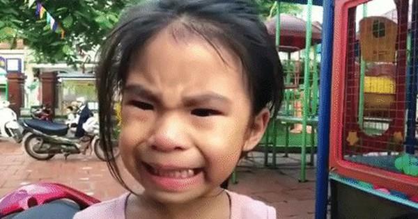 """Cậu anh trai quay clip dụ em gái """"cười trong nước mắt """"để được nghỉ học: Sau khi dụ dỗ thì mình vẫn… đưa nó vào lớp!"""