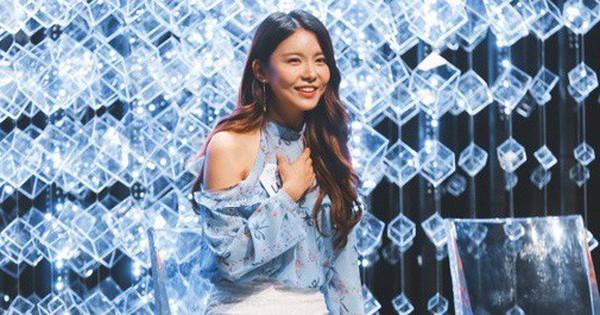 """Tiết kiệm như Mnet: Bê """"chiếc ghế quốc dân"""" từ show này qua show khác, thậm chí còn mang sang lễ trao giải"""