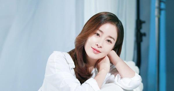 Bí quyết nào giúp Kim Tae Hee lúc nào cũng trẻ đẹp bất chấp tuổi tác?