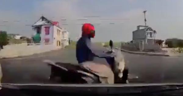 """Kinh hoàng clip ô tô """"drift"""" xoay vòng sau va chạm cuốn xe SH vỡ nát, tài xế hoảng loạn: """"Ôi chết tôi rồi"""""""