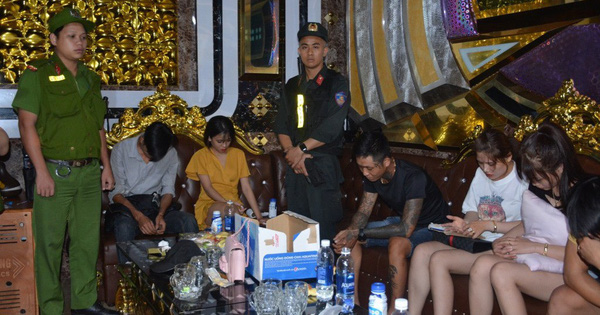 100 cảnh sát đột kích quán karaoke, bắt quả tang hàng chục nam nữ ''phê'' ma túy