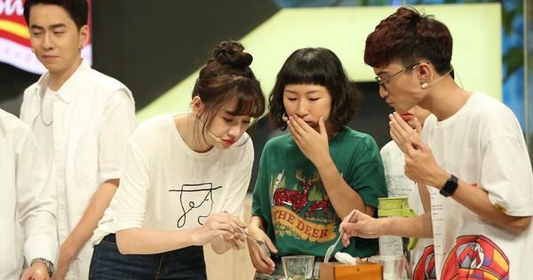 Đại Nghĩa đỡ lời khi Hari Won nhiệt tình ăn trên sóng truyền hình