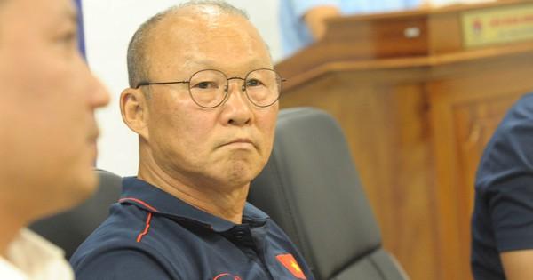 HLV Park Hang-seo: ''Mạc Hồng Quân sẽ đá tiền đạo cắm, vị trí của Công Phượng rất đáng lo''