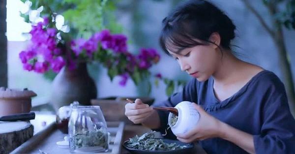 Dành cho fan của Lý Tử Thất: Món ăn của 'tiên nữ' có bán phiên bản... ăn liền nhưng giá cả ra sao và chất lượng thế nào?