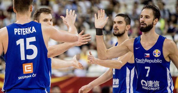 'Thả nhẹ' 13 quả 3 điểm, Cộng hòa Czech cho đối thủ
