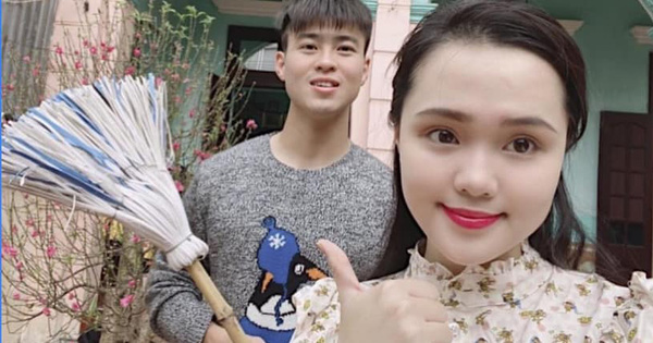 Đôi vợ chồng tuổi Tý Duy Mạnh và Quỳnh Anh hạnh phúc bên nhau, cùng dọn nhà, cùng chuẩn bị lì xì mừng năm mới