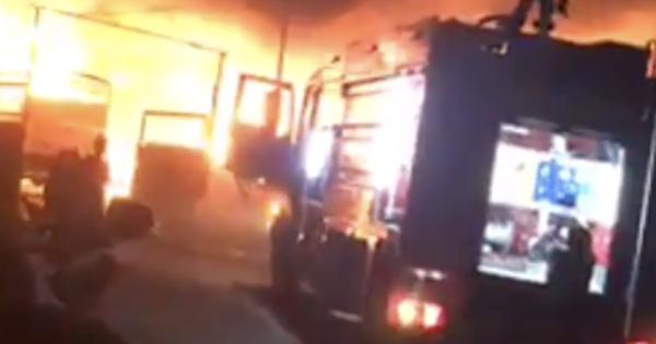 Cháy lớn tối mùng 2 ở Bình Dương, chủ vựa phế liệu mất Tết khi nhiều tài sản bị ''bà hỏa'' thiêu rụi