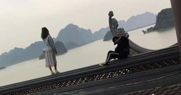 Clip cặp đôi thản nhiên trèo lên hẳn… mái chùa Tam Chúc để chụp ảnh khiến nhiều người ngán ngẩm