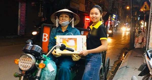 Cô lao công đi làm đêm nhặt được túi đồ rồi sốt sắng trả lại người để quên, câu chuyện đẹp ngày cuối năm khiến nhiều người ấm lòng