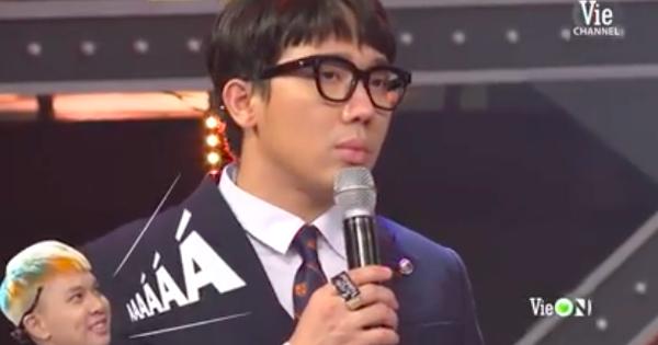 Phấn khích như R.Tee, hét thất thanh trong cánh gà khiến MC Trấn Thành đang dẫn chương trình cũng... đứng hình
