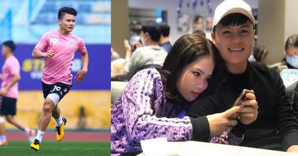 Lộ ảnh tình cảm với bạn gái mới rồi mà Quang Hải vẫn một mực kêu độc thân, đòi Đức Chinh tặng quà valentine bằng bài hát ''Khi người lớn cô đơn''
