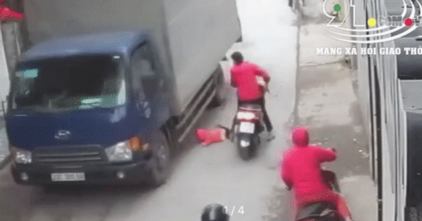 Clip: Người phụ nữ dừng đỗ xe bất cẩn gây va chạm, cháu bé lọt vào gầm ô tô suýt bị cán trúng kinh hoàng