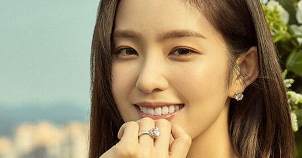 """Loạt khoảnh khắc Irene (Red Velvet) giật bắn mình nhưng vẫn giữ khí chất """"nữ thần"""" vô cùng xinh đẹp"""