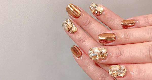 Tham khảo 20 mẫu nail mạ vàng cực đẹp và sang đang rất hot tại Hàn Quốc