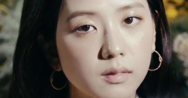 Xinh như Jisoo mà còn hoá tiều tụy vì son nude bợt bạt, các nàng nên hết sức cảnh giác kẻo makeup mà trông như vừa ốm dậy