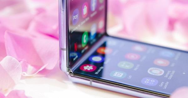 Bí mật đằng sau màn hình của Galaxy Z Flip: có phá vỡ quy tắc vật lý khi kính lại có thể gập và bẻ cong?