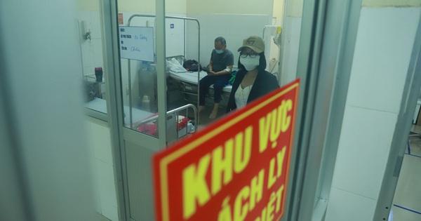 Vụ 80 người từ ''tâm dịch'' Daegu đến Đà Nẵng: 1 nam thanh niên bị sốt, 20 khách Hàn Quốc tạm chấp nhận cách ly tại bệnh viện