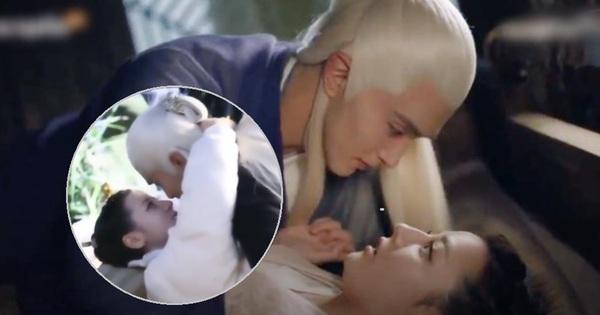 Hậu trường cảnh hôn thị phạm của Địch Lệ Nhiệt Ba còn ''nóng bỏng'' hơn cả màn khoá môi đến đổ máu trên phim Chẩm Thượng Thư