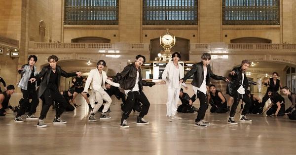 """BTS """"mở bát"""" comeback hoành tráng với hit """"ON"""" trên show Mỹ, fan sởn gai ốc vì highnote của Jungkook"""