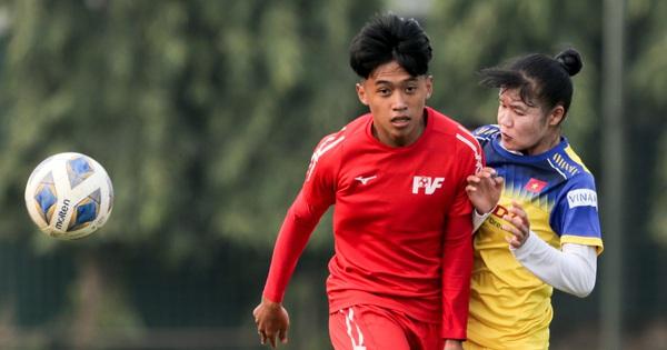Cầu thủ 15 tuổi hất bay tuyển thủ nữ Việt Nam trong trận đấu giao hữu tại Hà Nội
