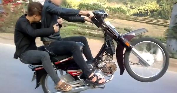 Nhiều thanh niên không lắp gương chiếu hậu vì sợ ''xấu'', nhưng mức xử phạt đối với xe máy không gương đã tăng gấp 2 lần