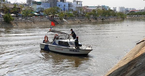 Tìm thấy thi thể hai vợ chồng nhảy kênh Tàu Hủ tự tử