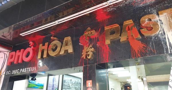 Đề nghị truy tố nhóm giang hồ ''khủng bố'' quán phở Hòa Pasteur nổi tiếng Sài Gòn bằng sơn, mắm tôm, gián
