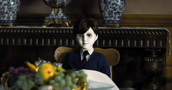 Top 5 ma búp bê gây ấn tượng trong vũ trụ điện ảnh kinh dị, cậu bé ma Brahms tái xuất trong tuần này