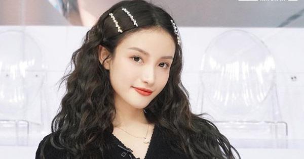 """""""Hot girl Weibo"""" một thời khiến Lisa phấn khích khi đột nhiên hóa... Thủy thủ mặt trăng trên sân khấu"""