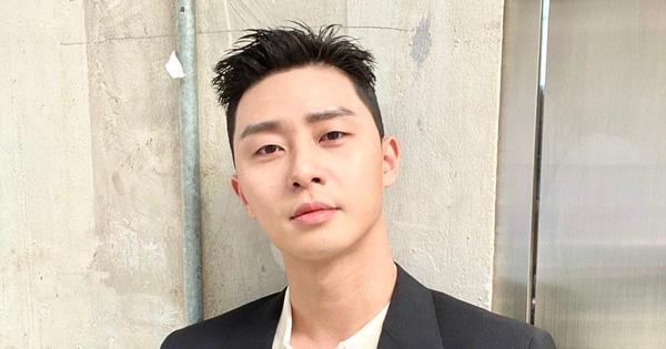 """""""Ông chủ DanBam"""" Park Seo Joon cuối cùng đã thoát khỏi đầu hạt dẻ, lột xác cực soái rồi hậu cung ơi!"""