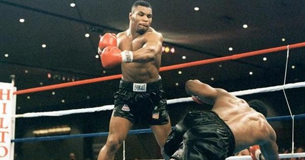 Sức mạnh kinh hoàng ở tuổi 34 của huyền thoại Mike Tyson, ''cơn ác mộng'' khiến đối thủ nằng nặc xin thua bất chấp cơn thịnh nộ của khán giả