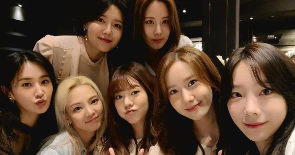 Xúc động khi 7 thành viên SNSD tụ họp tại đám cưới của quản lý cũ: Bao lâu rồi mới được nghe lại 'Kissing You' cùng vũ đạo 'kẹo mút' siêu cute!