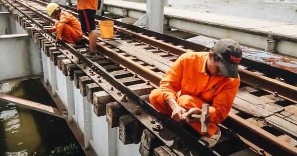 TP.HCM: Những nhát búa đầu tiên tháo dỡ cầu sắt Bình Lợi, chấm dứt sứ mệnh lịch sử sau gần 120 năm
