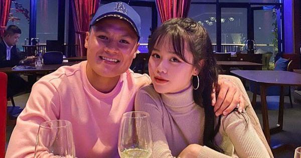 Quang Hải đăng hình với Huỳnh Anh cùng biểu tượng trái tim: Chuyện hẹn hò đã không còn là lời đồn nữa!
