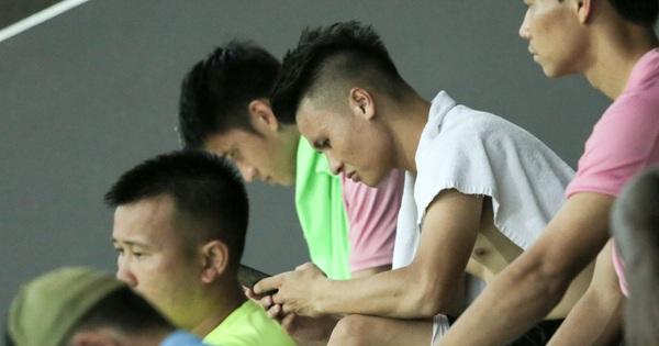 Quang Hải biểu lộ sắc thái thế nào trên sân bóng sau khi công khai hẹn hò Huỳnh Anh?
