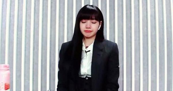 """Lisa ôm đầu bật khóc vì xúc động khi top 9 """"Thanh xuân có bạn"""" chính thức lộ diện"""