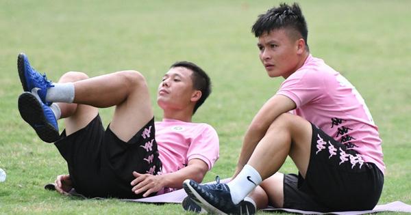 Quang Hải và đồng đội bình thản trước cơn giống cực lớn tại Hà Nội, tân binh 34 tuổi tập một mình trong buổi đầu tiên