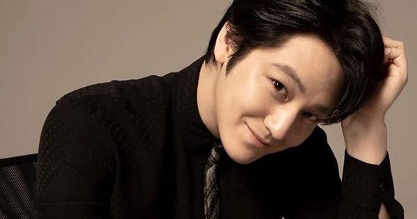 Ngất lịm vì loạt ảnh ''úp thính'' của Kim Bum, fan tấm tắc: Chàng gốm lại phong độ như ngày nào!